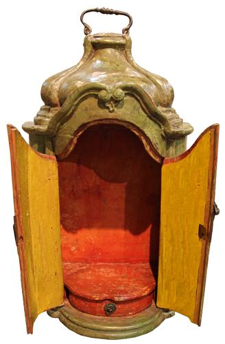 An Early 18th Century Italian Carved Wood Reliquary No. 2110