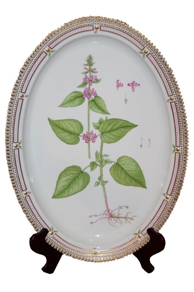 An Early 20th Century Large Flora Danica Oval Serving Platter No. 3890