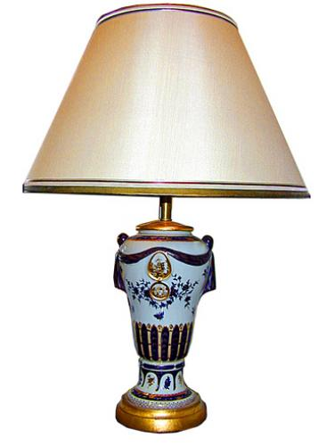 A 19th Century European Blue and White Porcelain Lamp 785