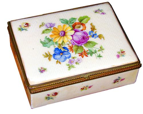A Fine Czechoslovakian Porcelain Box No. 1203