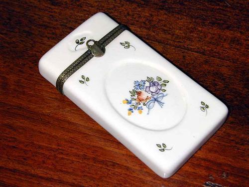 A 19th Century English Porcelain Vanity Case No. 868