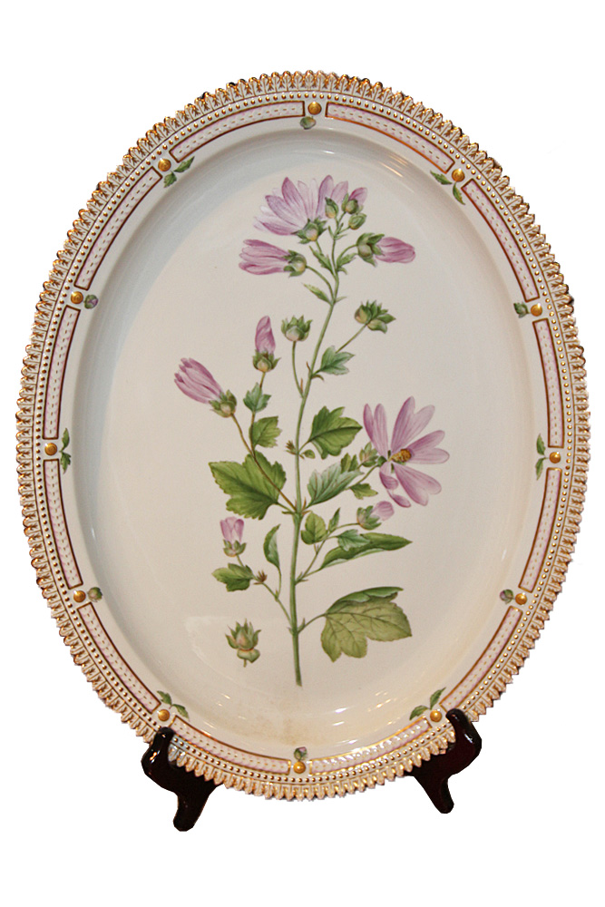 A Medium Round Early 20th Century Flora Danica Platter No. 3891